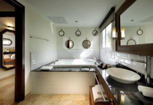Suite 008